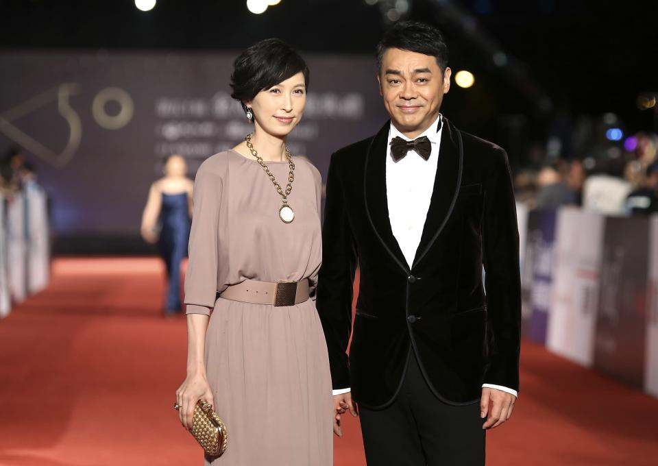 Hong Kong actor Sean Lau (R) and his wife actress Amy Kwok pose for photographers on the red carpet at the 50th Golden Horse Film Awards in Taipei November 23, 2013. REUTERS/Patrick Lin (TAIWAN - Tags: ENTERTAINMENT)