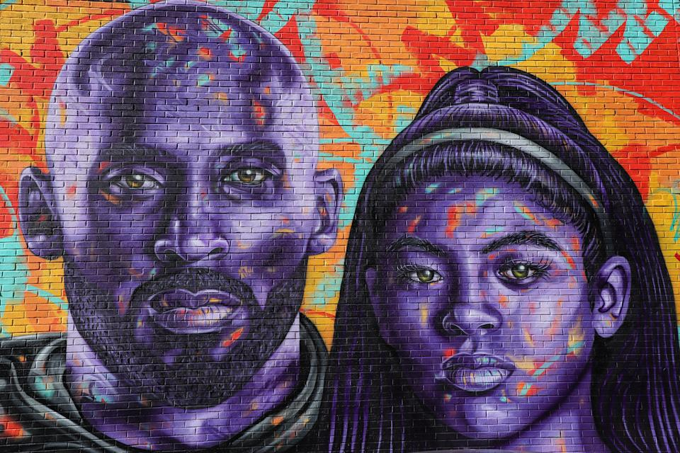 *ARQUIVO* NOVA YORK, EUA, 04.03.2020 - Mural em homenagem ao ex-jogador de basquete Kobe Bryant e sua filha, na cidade de Nova York, feito pelo artista Mark Paul Deren. (Foto: William Volcov/Brazil Photo Press/Folhapress)