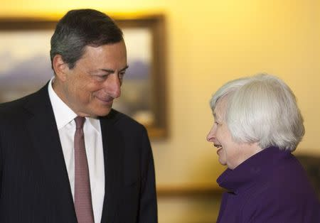 U.S. Federal Reserve Chair Janet Yellen (R) speaks with European Central Bank President Marlo Draghi at the Jackson Hole Economic Policy Symposium in Jackson Hole, Wyoming August 22, 2014. REUTERS/David Stubbs