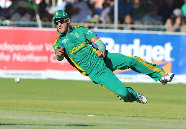Faf du Plessis of South Africa throws to the stumps during the 2nd One Day International match between South Africa and New Zealand at De Beers Diamond Oval on January 22, 2013 in Kimberley, South Africa.(Photo by Duif du Toit/Gallo Images/Getty Images)