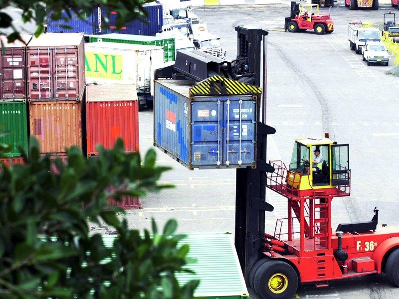Exports, spending cuts to hurt GDP growth