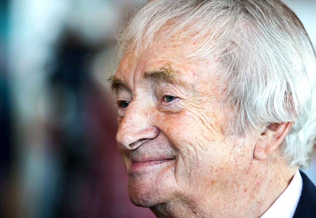 SYDNEY, AUSTRALIA - OCTOBER 15: Richie Benaud talks to other guests before the Cricket Australia season launch at Museum of Contemporary Art on October 15, 2012 in Sydney, Australia.  (Photo by Mark Nolan/Getty Images)