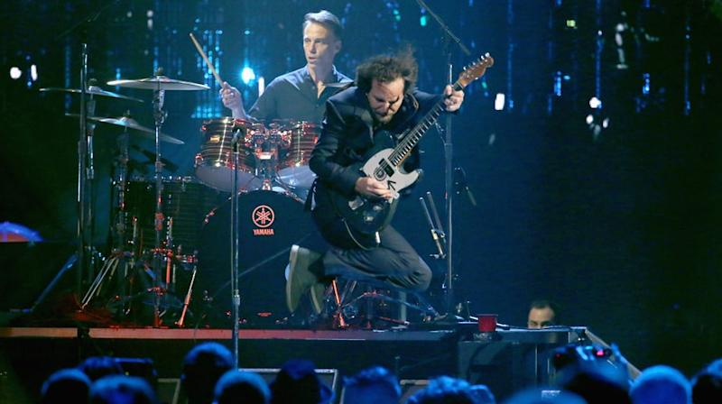 pearl jam deliver searing rock hall of fame induction performance. Black Bedroom Furniture Sets. Home Design Ideas