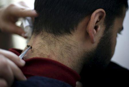 A Palestinian patient, who suffers from nerve problems in his neck and back, receives bee-sting therapy  at Rateb Samour's clinic in Gaza City April 11, 2016. REUTERS/Suhaib Salem