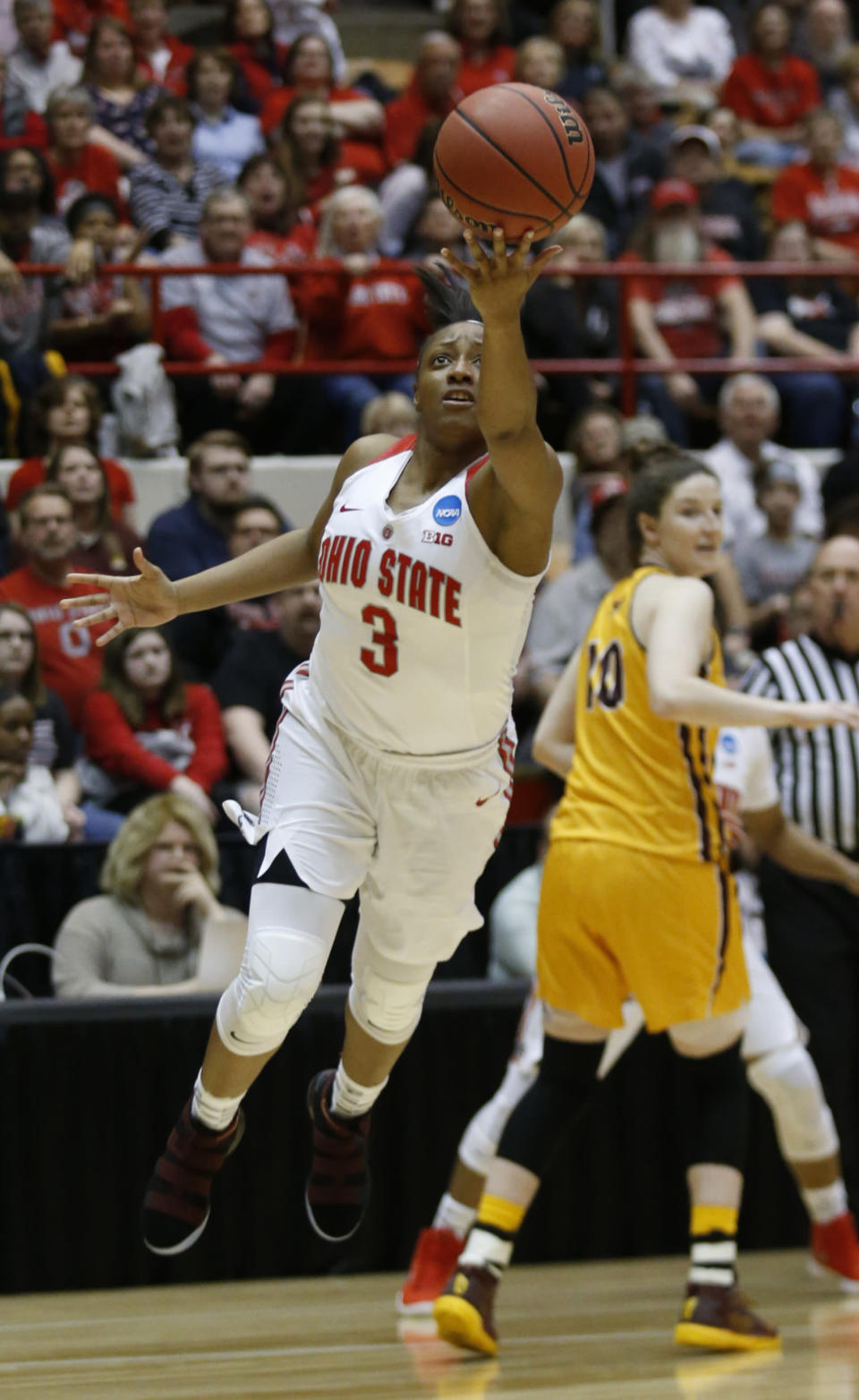 Ohio State guard Kelsey Mitchell, left, goes up to shoot in front of Central Michigan guard Cassie Breen during the first half of a second-round game in the NCAA women's college basketball tournament in Columbus, Ohio, Monday, March 19, 2018. (AP Photo/Paul Vernon)