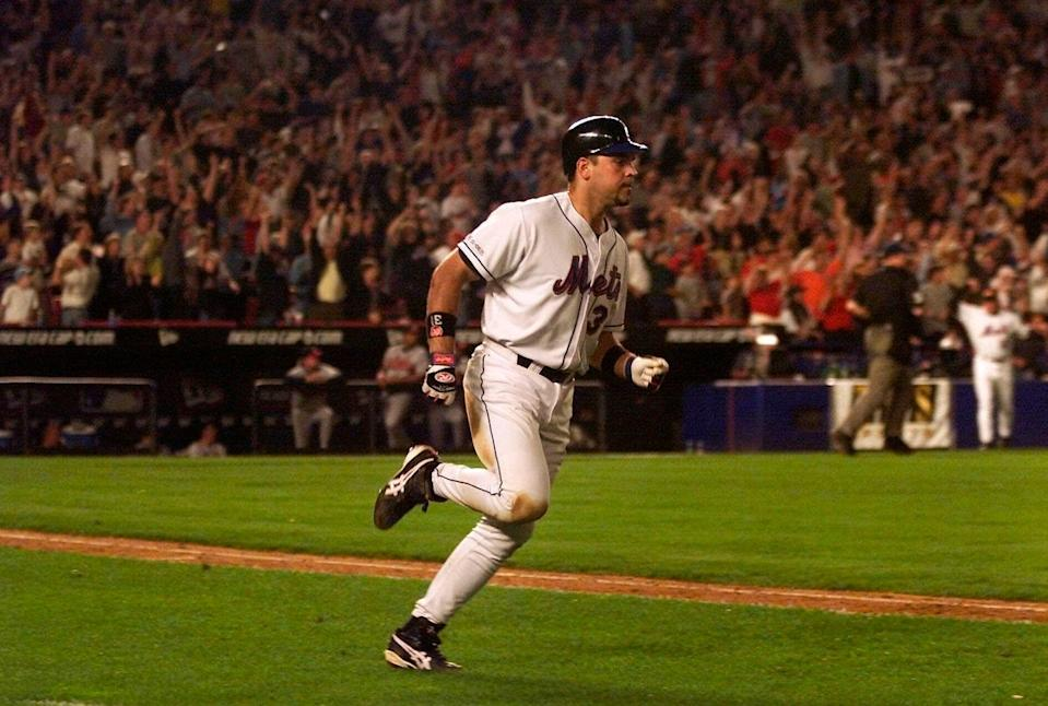 Shea Stadium erupts as Mike Piazza rounds the bases on his iconic two-run home run in the eighth inning against the Braves.