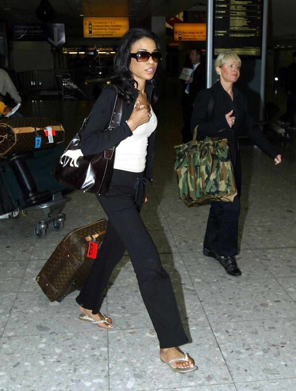 <p>Destiny's Child singer Michelle Williams arrives at London's Heathrow Airport, luggage in tow, in May 2004. </p>