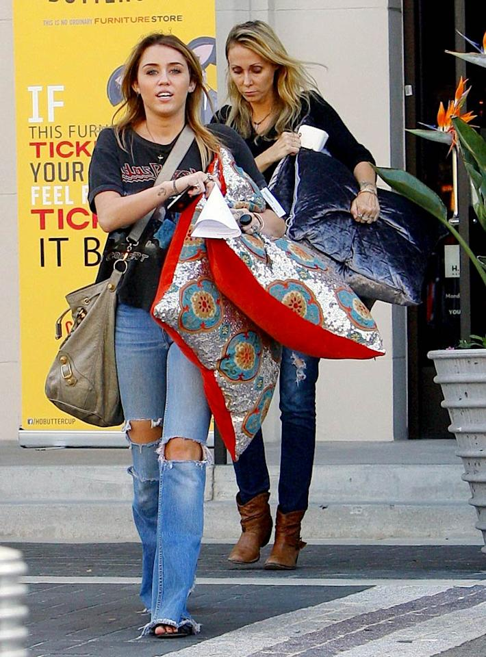 A little over a week later, Miley was back in La La Land shopping for pillows with her mom Tish. We presume she was decorating her new $3.9 million home in Studio City, California. The 5,173-square-foot house reportedly has five bedrooms, seven baths, and 10 parking spaces! (10/20/2011)