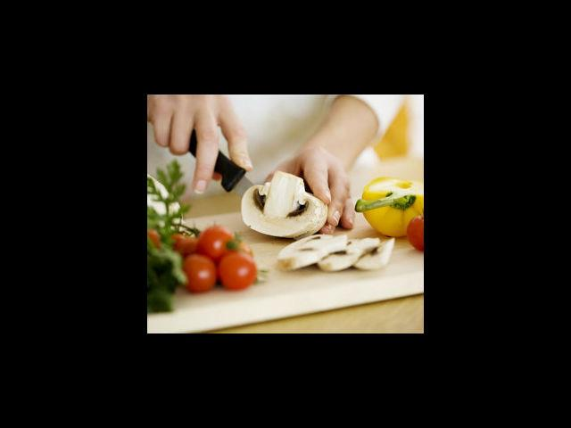 <b>2. Fresh produce</b><br> Using fresh vegetables and fruits while cooking should be a ground rule for all. Fresh produce certainly contains more nutrition content than the food kept in the refrigerator or re-heated for a certain period of time.