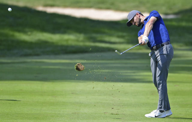 Kyle Stanley watches his approach shot on the 10th hole during the final round of the Bridgestone Invitational golf tournament at Firestone Country Club, Sunday, Aug. 5, 2018, in Akron, Ohio. (AP Photo/David Dermer)