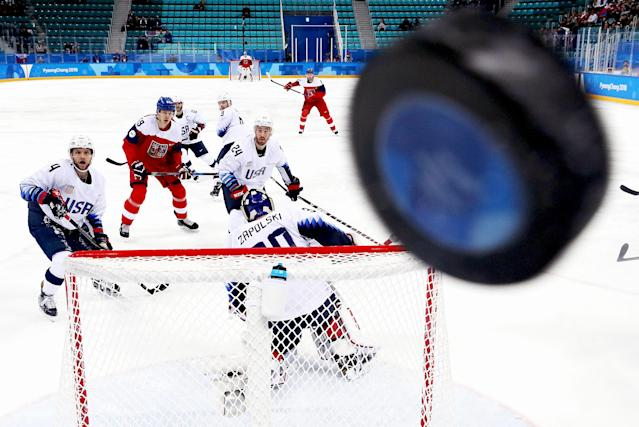 <p>Players watch as the puck hits the glass in the first period of the Men's Play-offs Quarterfinals between the Czech Republic and the United States on day 12 of the PyeongChang 2018 Winter Olympic Games at Gangneung Hockey Centre on February 21, 2018.<br> (Photo by Ronald Martinez/Getty Images) </p>