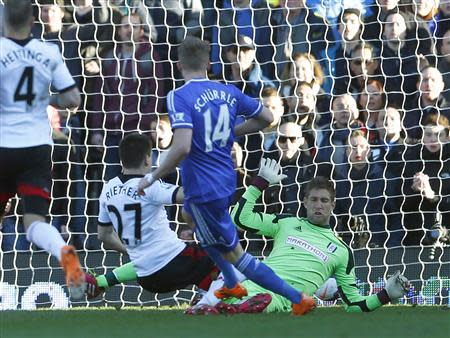 Chelsea's Andre Schurrle (C) scores a goal past Fulham's goalkeeper Maarten Stekelenburg (R) during their English Premier League soccer match at Craven Cottage in London March 1, 2014. REUTERS/Eddie Keogh