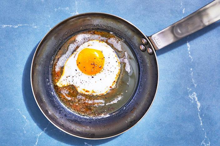 carbon steel pan with fried egg