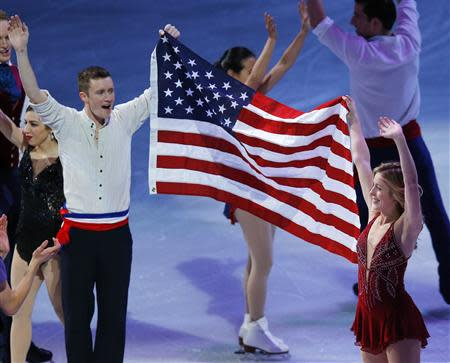 United States men's and women's singles Olympic figure skating team members Jeremy Abbott (L) and Ashley Wagner wave to the crowd at an exhibition event at the conclusion of the U.S. Figure Skating Championships in Boston, Massachusetts January 12, 2014. REUTERS/Brian Snyder
