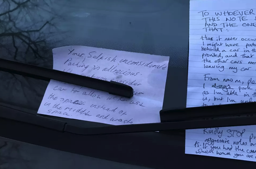 The passive aggresive notes were left on the driver's windscreen (Reddit)