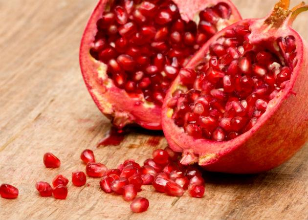 <b>Pomegranate: </b> Packed with antioxidants, vitamins and minerals, and studies show that eating pomegranate regularly can help lower cholesterol, a problem common to many men. Many studies also suggest that drinking a glass of pomegranate juice daily ca slow down the progress of prostate cancer.