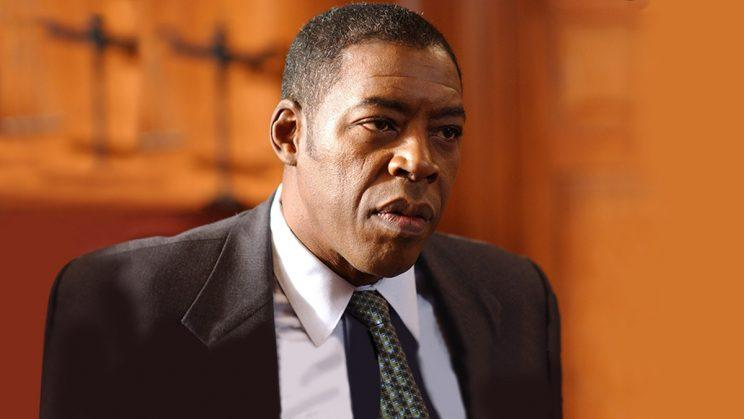Ernie Hudson as Warden Leo Glynn on HBO's OZ. (Credit: HBO)