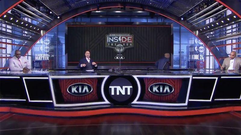 Kenny Smith is pictured getting up and leaving the 'NBA on TNT' set while on air, in solidarity with NBA players. Picture: TNT