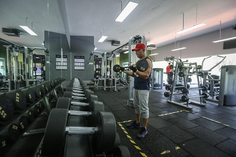 Zulkifli Ahmad working out at Anytime Fitness in Shah Alam February 12, 2021. ― Picture by Yusof Mat Isa