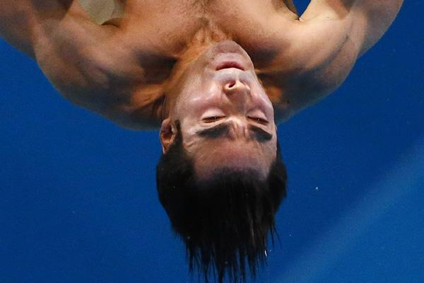Canada's Alexandre Despatie performs a dive during the men's 3m springboard final at the London 2012 Olympic Games at the Aquatics Centre August 7, 2012.  REUTERS/Michael Dalder (BRITAIN  - Tags: SPORT DIVING OLYMPICS)