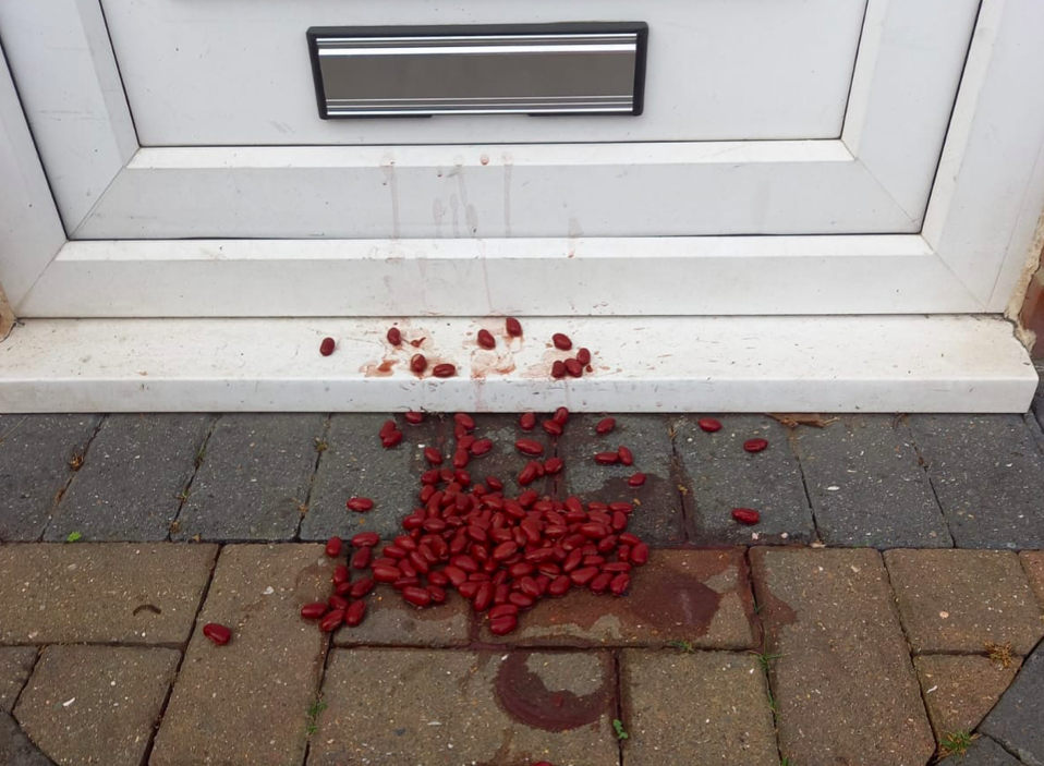Kidney beans on the doorstep are a tactic used by burglars, a mother has warned. (Reach)