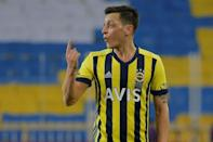 Mesut Ozil was on the losing side in the Intercontinental derby as Fenerbahce went down 1-0 at home to Galatasaray