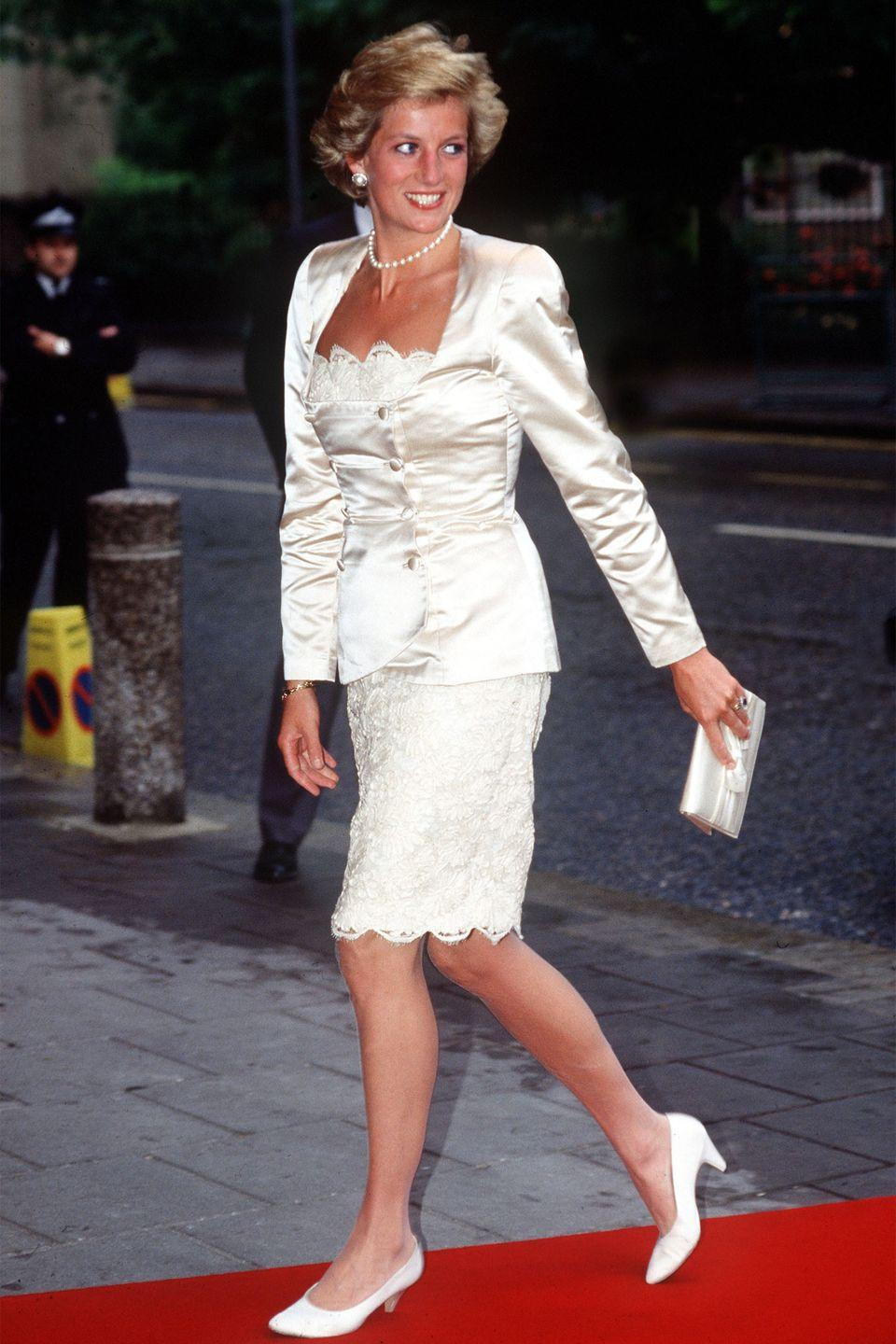 <p>In a Bruce Oldfield lace-and-satin suit arriving to the Wells Theatre in London. </p>