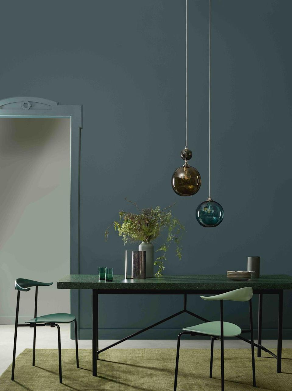 "<p>Follow a strict colour palette for a elegant dining space by linking your painted walls to your furniture and accessories. Here '<a href=""https://www.crownpaints.co.uk/products/elle-decoration-by-crown/botanical---flat-matt/botanical-noir-no.-374/18073"" rel=""nofollow noopener"" target=""_blank"" data-ylk=""slk:Botanical Noir"" class=""link rapid-noclick-resp"">Botanical Noir</a>' is used on the walls and '<a href=""https://www.crownpaints.co.uk/products/elle-decoration-by-crown/botanical---flat-matt/trailing-plant-no.-323/18070"" rel=""nofollow noopener"" target=""_blank"" data-ylk=""slk:Trailing Plant"" class=""link rapid-noclick-resp"">Trailing Plant</a>' for the woodwork. Coloured glass beautifully casts its shadows on flat matt painted walls, which will be highlighted magically with dimmed lighting and candlelight. </p>"