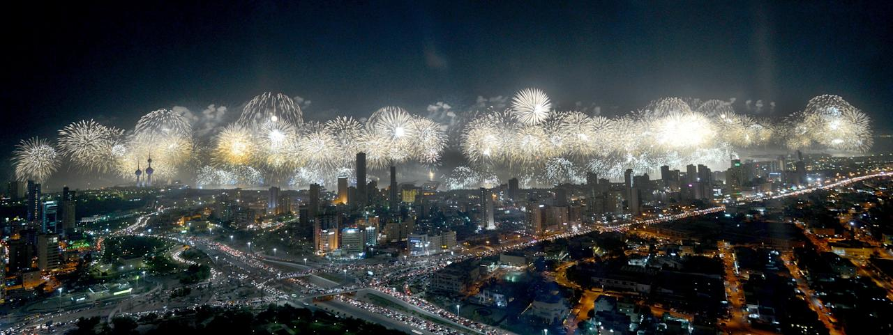 The stunning fireworks display in Kuwait City has been recognised as the Largest Firework Display in the world by Guinness World Records, with 77,282 fireworks, outdoing the previous record of 60,000. Photos supplied by Filmmaster MEA and Parente Fireworks.