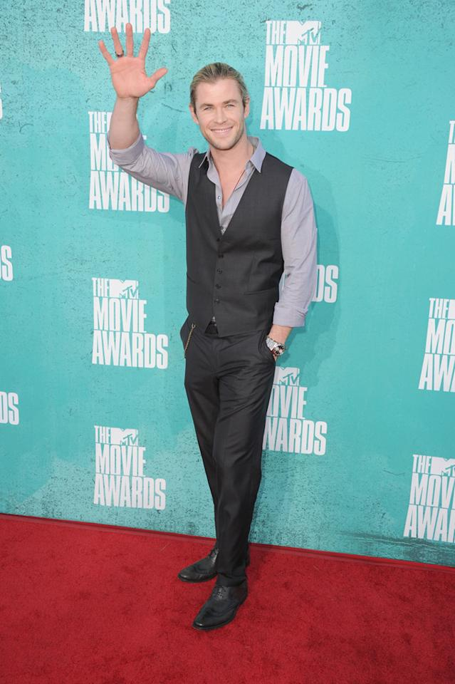 Chris Hemsworth arrives at the 2012 MTV Movie Awards.