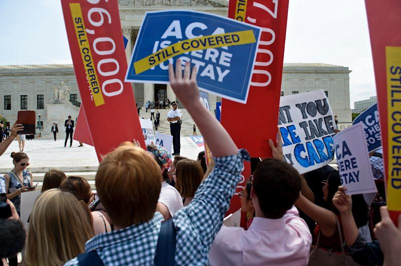 Supporters of the Afforable Care Act rally outside the US Supreme Court on June 25, 2015 in Washington, DC (AFP Photo/Brendan Smialowski)
