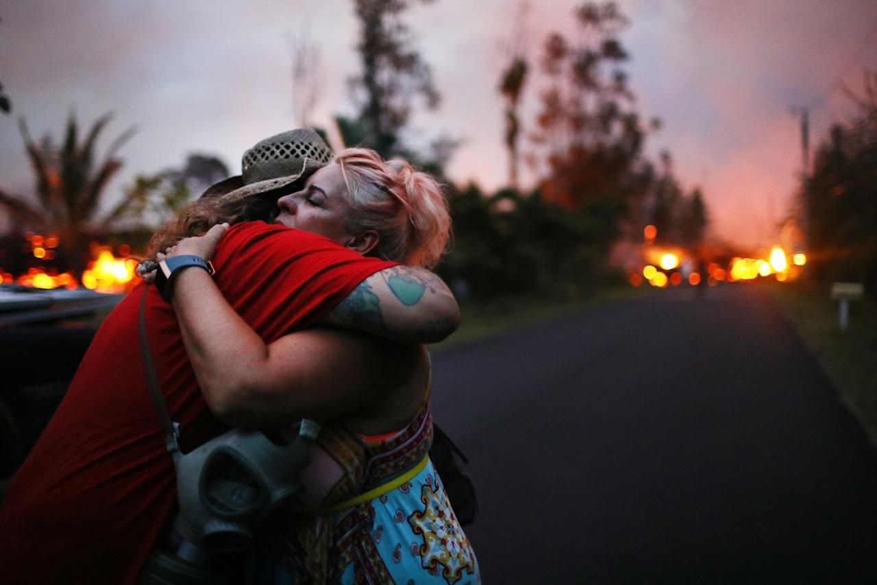 Hawaiis Kilauea volcano erupts forcing hundreds to evacuate