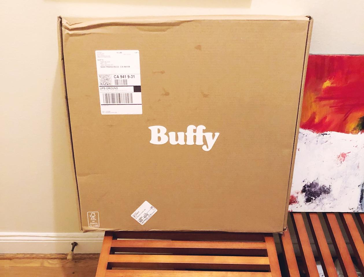<p>The comforter arrived in an extremely small box. In fact, it was so small, I almost didn't spot it in the pile of packages in my apartment building's lobby. </p>
