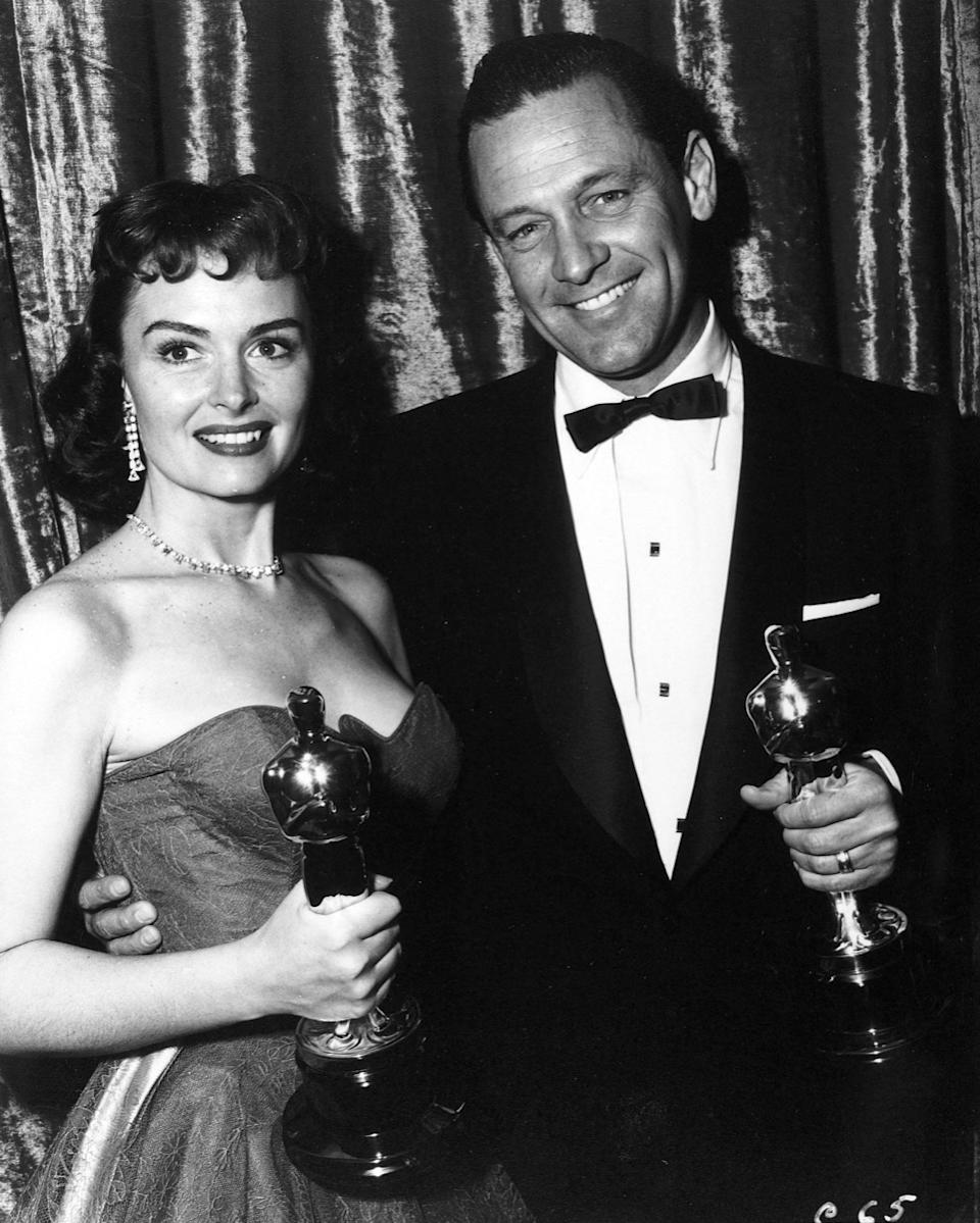 P0C2DF Description: The 26th Academy Awards / 1954. William Holden, best actor for Stalag 17. Donna Reed, best actress in a supporting role for From Here to Eternety.. Year: 1954. Stars: DONNA REED; WILLIAM HOLDEN.