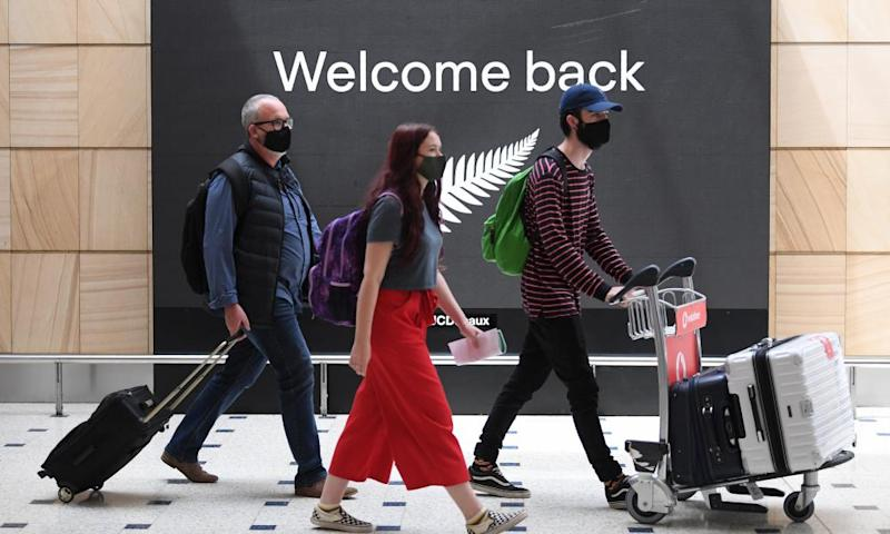 Passengers arrive in Sydney from New Zealand