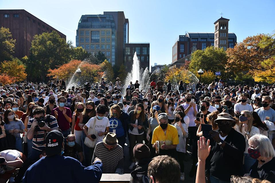 """<p>People gathered Saturday in Washington Square Park to celebrate the presidential election results that Biden had defeated President Trump, the first incumbent to lose office since 1992. Other New York City residents <a href=""""https://twitter.com/MarkHarrisNYC/status/1325113941987647488"""" rel=""""nofollow noopener"""" target=""""_blank"""" data-ylk=""""slk:shared similar scenes"""" class=""""link rapid-noclick-resp"""">shared similar scenes</a> of jubilation from Biden fans.</p>"""