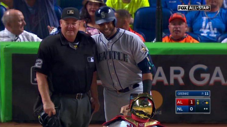 Nelson Cruz gets Yadier Molina to take picture of him and ump Joe West before at-bat in All-Star Game