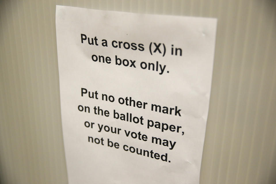 A sign gives voting instructions in a voting booth at a polling station for the Referendum on the European Union in north London, Britain, June 23, 2016.   REUTERS/Neil Hall