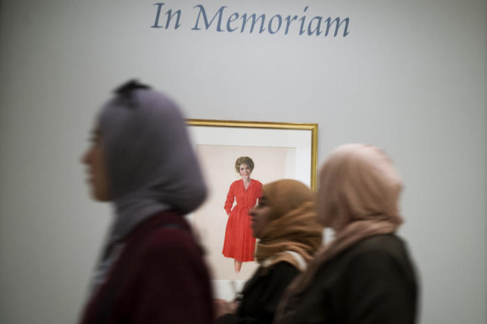 """<p>A portrait by artist Aaron Shikler of Nancy Reagan hangs in the National Portrait Gallery's """"In Memoriam"""" area. <i>(Photo: Tom Williams/CQ Roll Call/Getty Images)</i></p>"""