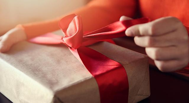 Cheer up your loved ones on lockdown with these positivity gifts. (Getty Images)