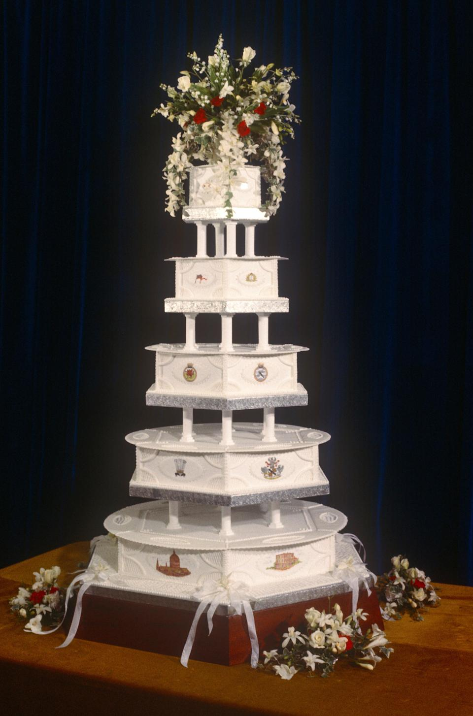 The wedding cake on display at Charles & Diana Royal Wedding, 29th July 1981 (Getty Images)