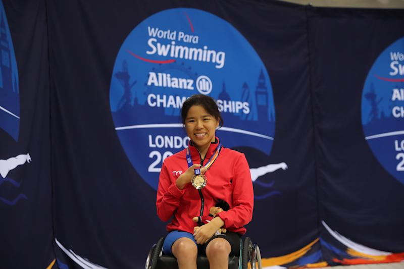 Singapore para swimmer Yip Pin Xiu with her gold medal in the women's 50m backstroke (S2) at the 2019 World Para Swimming Championships in London. (PHOTO: Marc Morris/SportsNewsAgency)