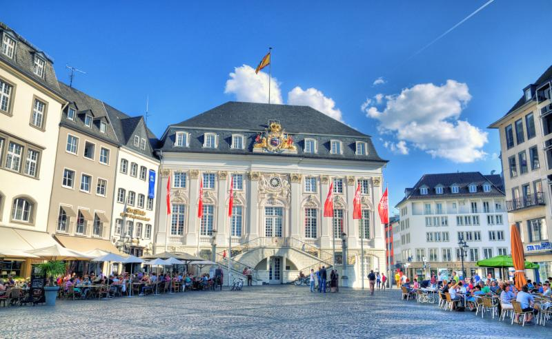 The Old Town Hall, Bonn's front parlour, is situated in the market square ('Markt'). The building adorned with a rococo façade accommodates the Lord Mayors' office and representation rooms.