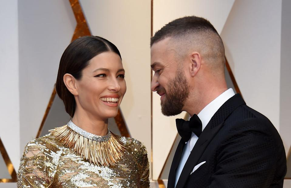 Justin Timberlake and Jessica Biel arrive in the red carpet for the 89th Academy Awards.<em> [Photo: Getty]</em>