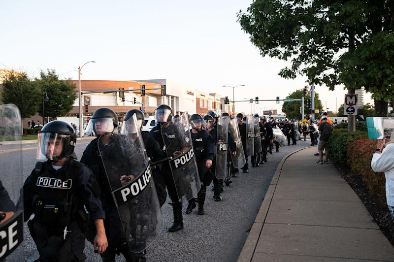 Riot police fall back and get on buses to leave once the protesters had dispersed. (Joseph Rushmore for HuffPost)
