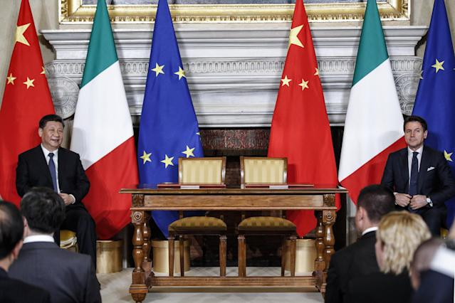Rome (Italy), 23/03/2019.- Italian premier Giuseppe Conte (R) and Chinese President Xi Jinping during the press conference at the end of their meeting at the Villa Madama in Rome, Italy, 23 March 2019. President Xi Jinping is in Italy to sign a memorandum of understanding to make Italy the first Group of Seven leading democracies to join China's ambitious Belt and Road infrastructure project. (Italia, Roma) EFE/EPA/GIUSEPPE LAMI
