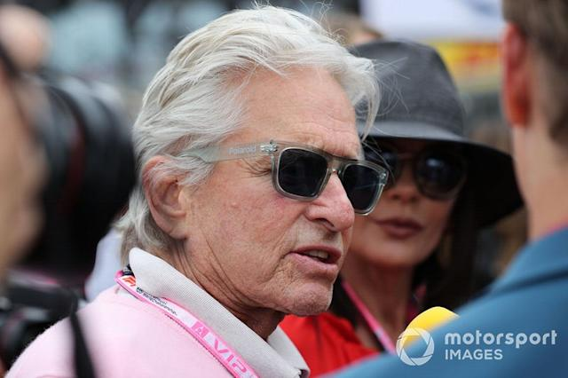 "Michael Douglas, actor en la parrilla <span class=""copyright"">JEP / Motorsport Images</span>"