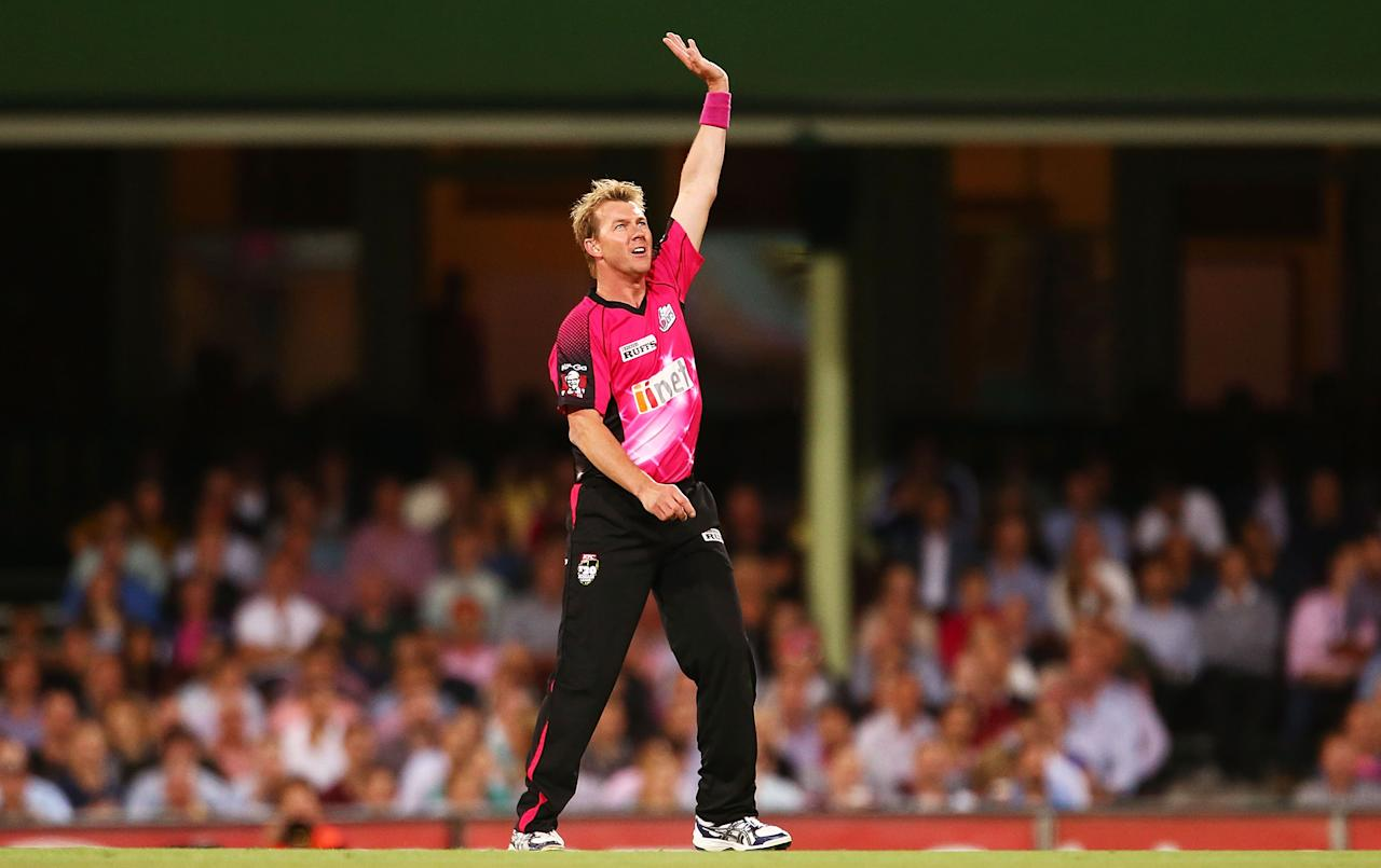 SYDNEY, AUSTRALIA - FEBRUARY 05: Brett Lee of the Sixers calls for a catch during the Big Bash League semi final match between the Sydney Sixers and the Perth Scorchers at Sydney Cricket Ground on February 5, 2014 in Sydney, Australia.  (Photo by Mark Nolan/Getty Images)