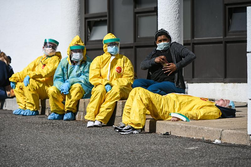 Health care professionals take a break awaiting patients as they test for COVID-19 at a testing site in Jericho, New York. (Photo: Newsday LLC via Getty Images)