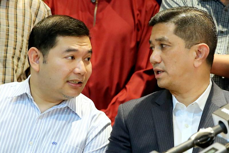 Azmin believes his longstanding history with PKR will gain him extra mileage against Rafizi. — Picture by Yusof Mat Isa